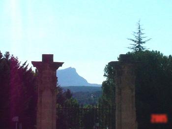 コピーDSC00830セザンヌの山.jpg